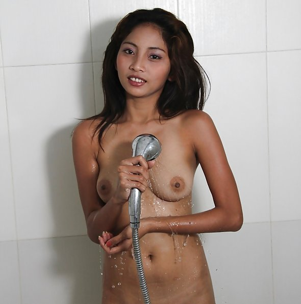 Teen filipina amateur maybel soaps up young body